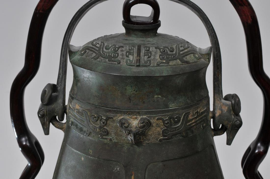 Large bronze jar with cover. China. 19th century or - 3