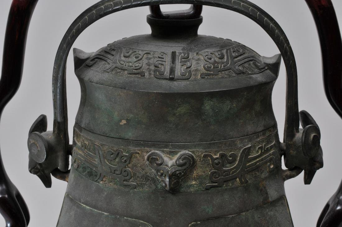 Large bronze jar with cover. China. 19th century or - 7