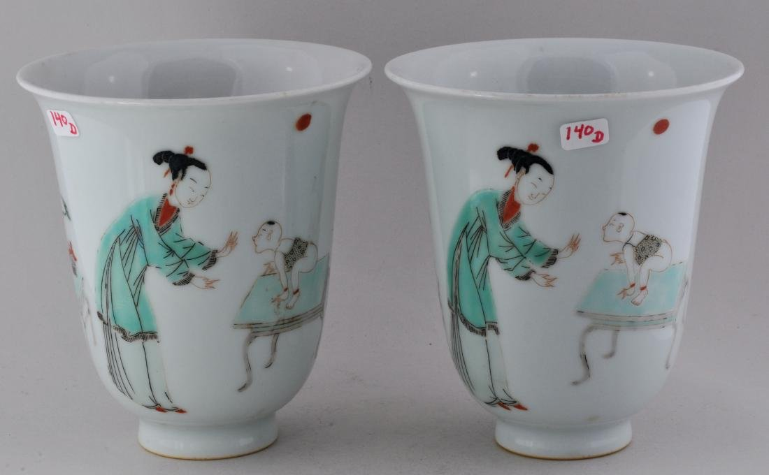 Pair of porcelain beakers. China. 19th century. K'ang