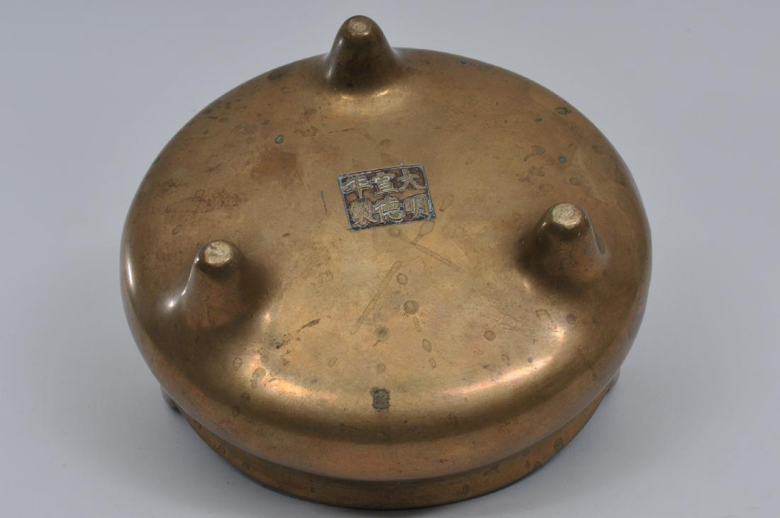 Bronze censer. China. 19th century, Tripod base. Hsuan - 7