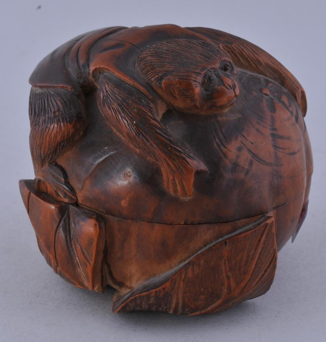 Carved box. Meiji period (1868-1912). Boxwood. Carving