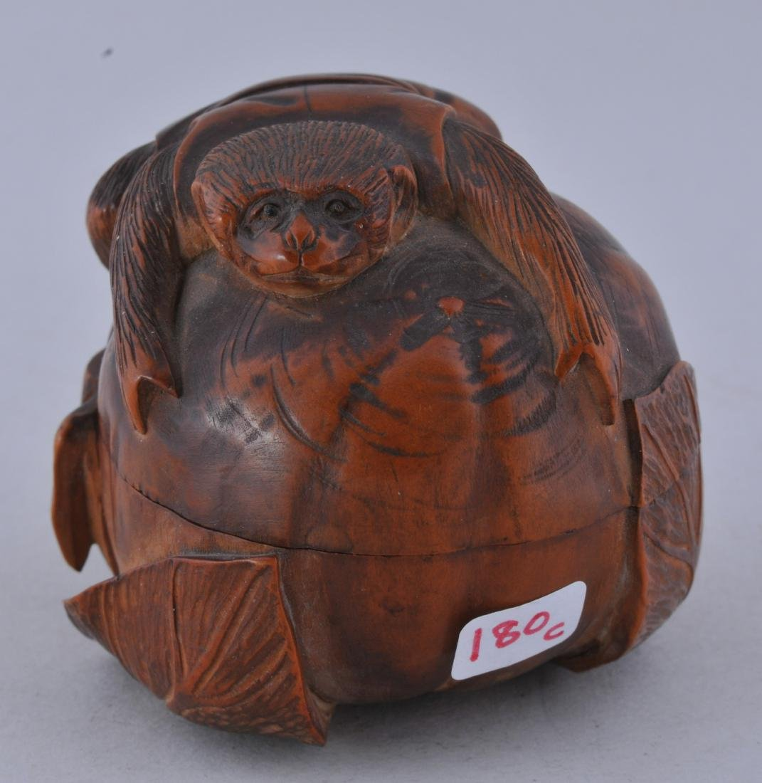 Carved box. Meiji period (1868-1912). Boxwood. Carving - 2