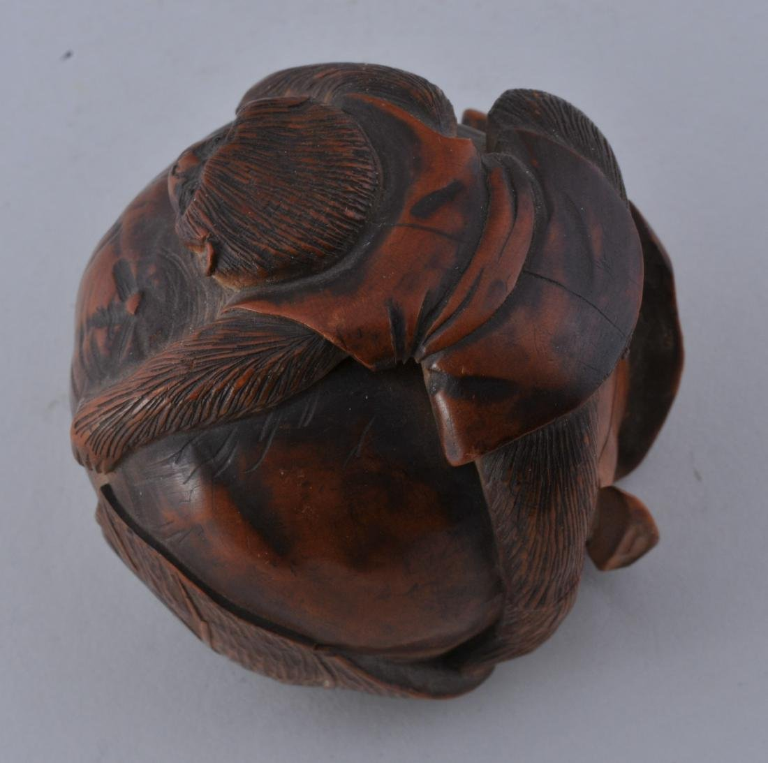 Carved box. Meiji period (1868-1912). Boxwood. Carving - 4