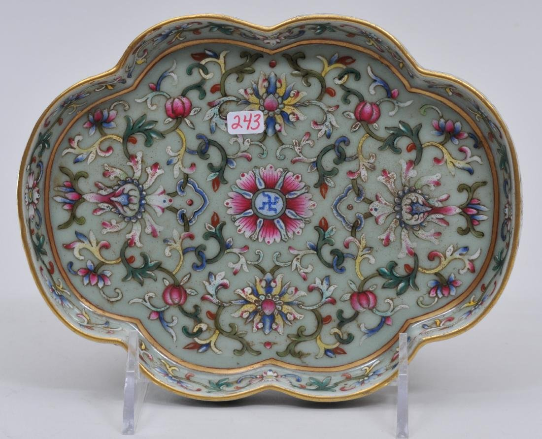 Porcelain tray. China. 20th century. Lobated sides.