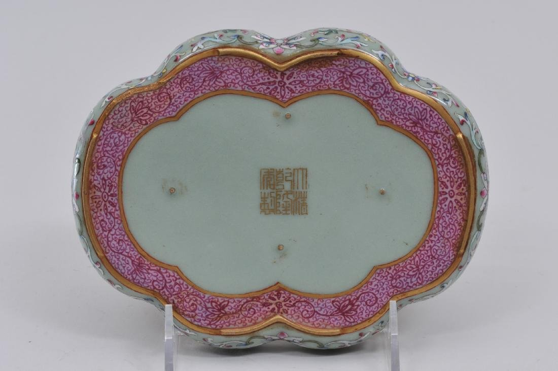 Porcelain tray. China. 20th century. Lobated sides. - 4