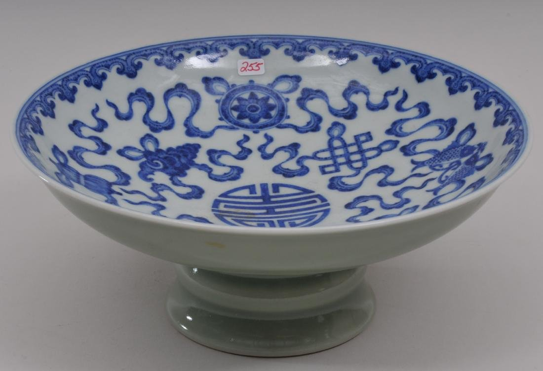Porcelain tazza. China. 20th century. Interior with