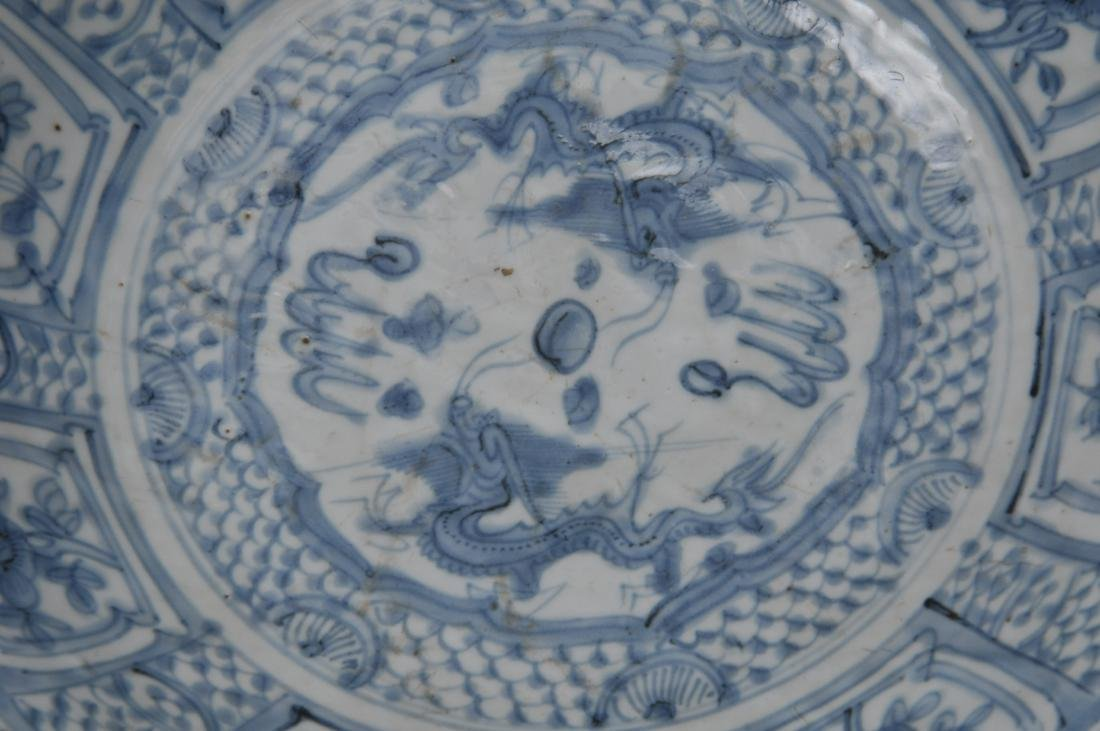 Porcelain charger. China. 17th century Transitional - 2