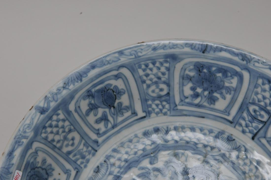 Porcelain charger. China. 17th century Transitional - 3