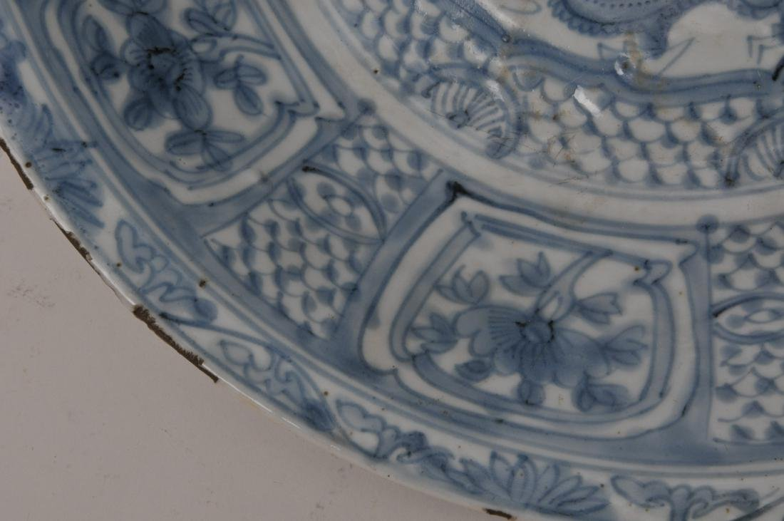 Porcelain charger. China. 17th century Transitional - 4