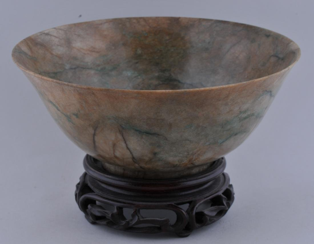 Jade bowl. China. 18th century. Chicken bone colour