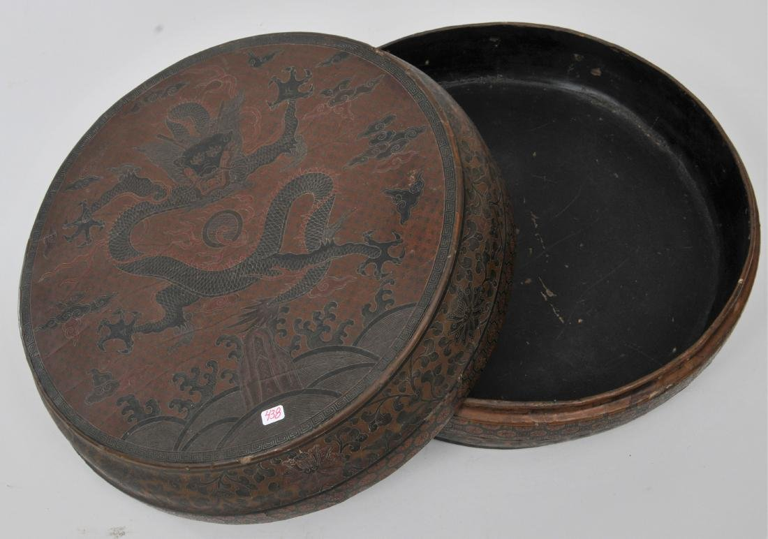 Lacquered box. China. 18th century. Round form.