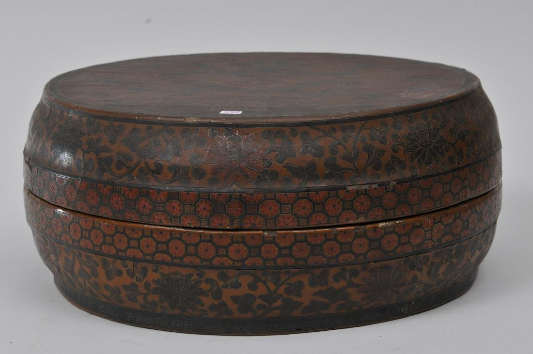 Lacquered box. China. 18th century. Round form. - 2