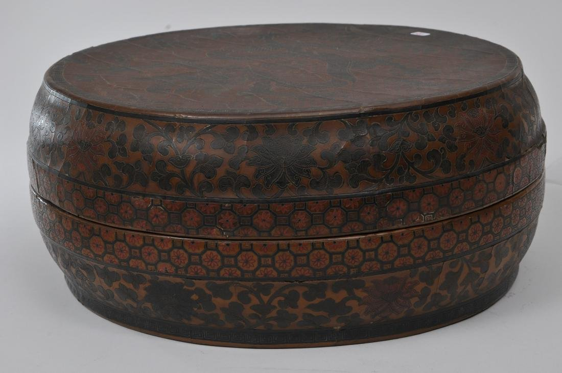Lacquered box. China. 18th century. Round form. - 7