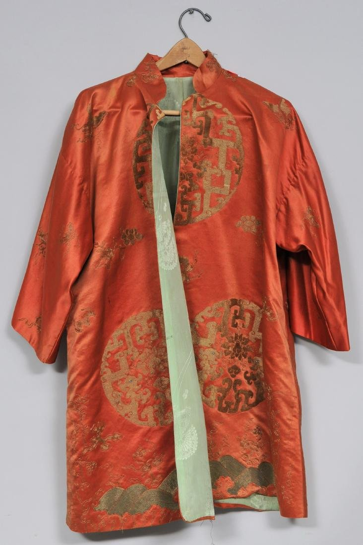 Silk robe. China. 19th century. Gold embroidery of