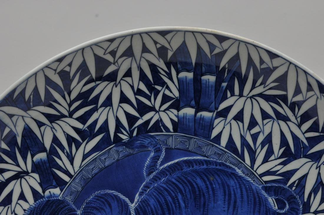 Porcelain charger. Japan. 19th century. Arita ware. - 4
