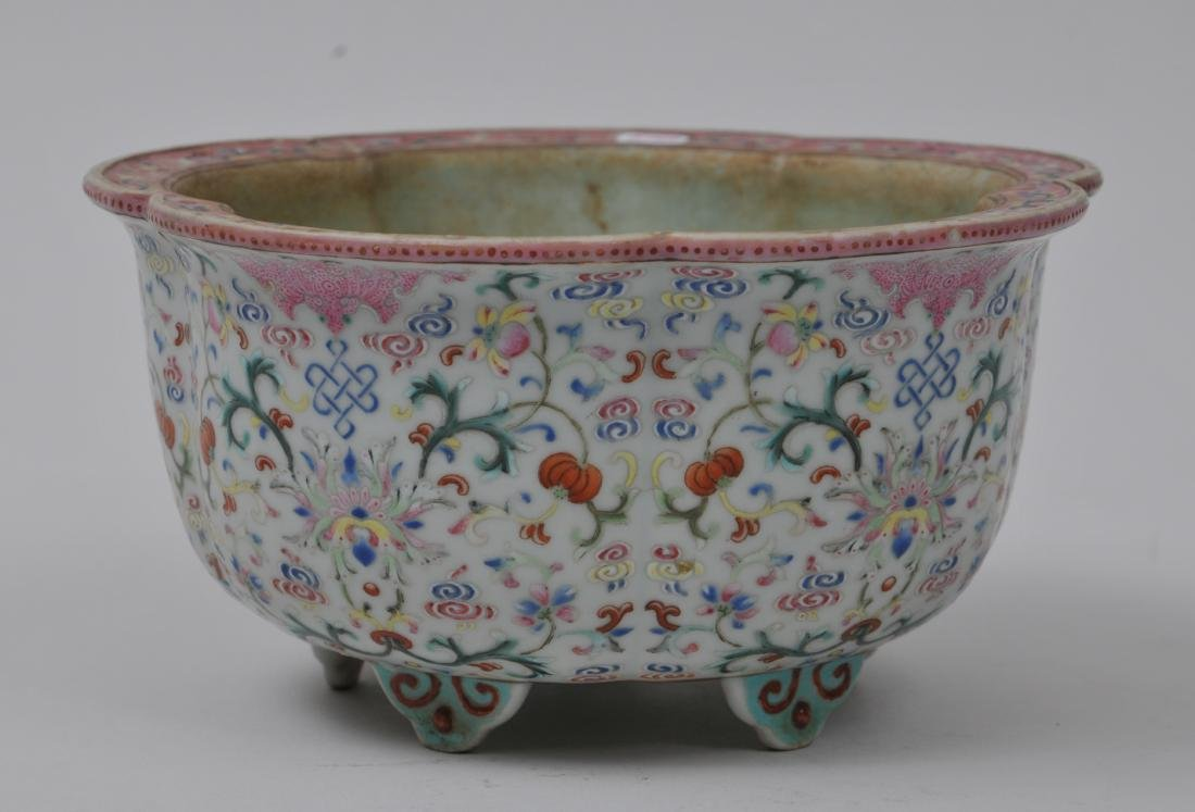 Porcelain jardinière. China. 19th century. Lobated