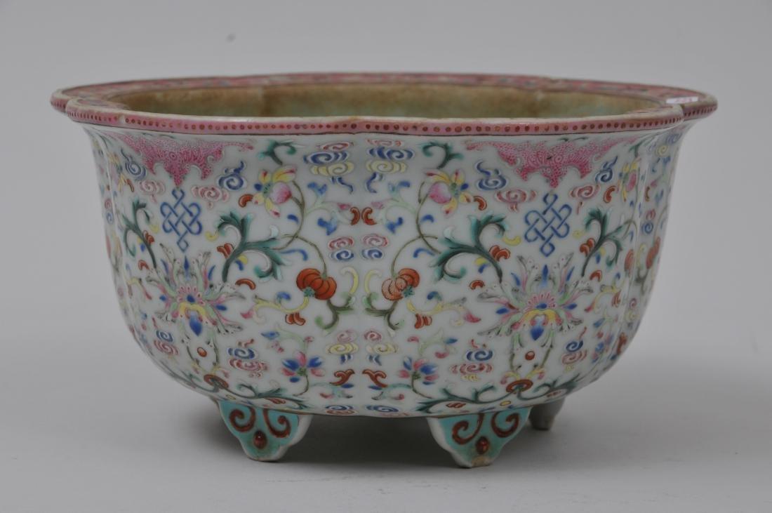 Porcelain jardinière. China. 19th century. Lobated - 2
