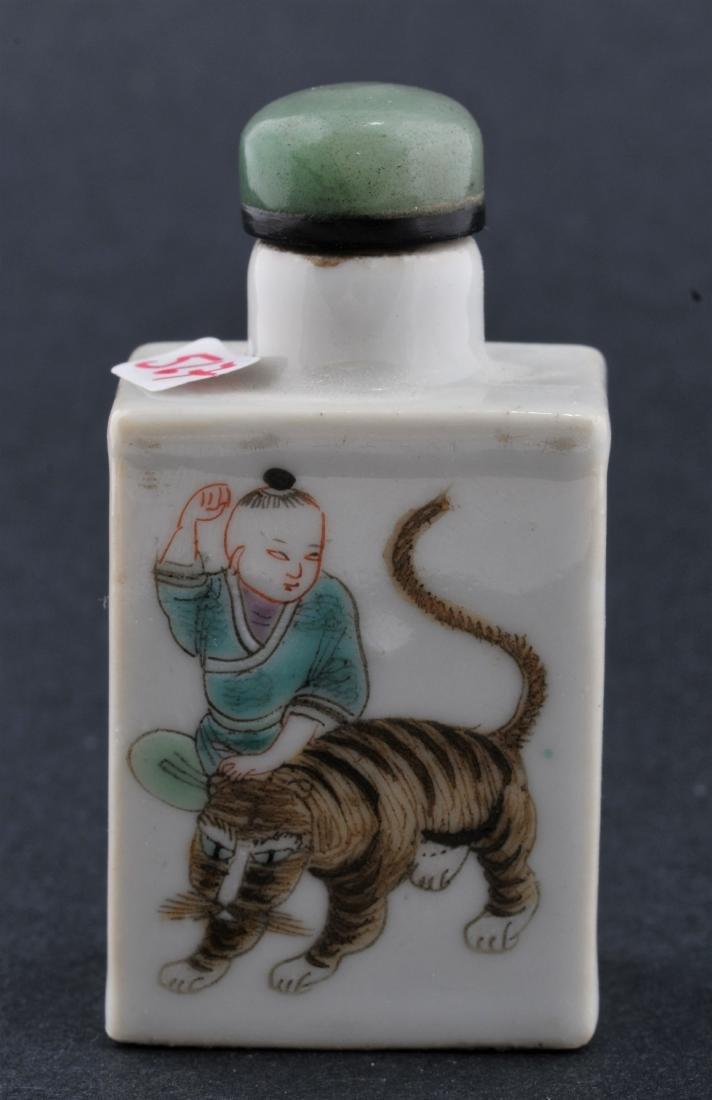 Porcelain Snuff bottle. China, 19th century. Decoration