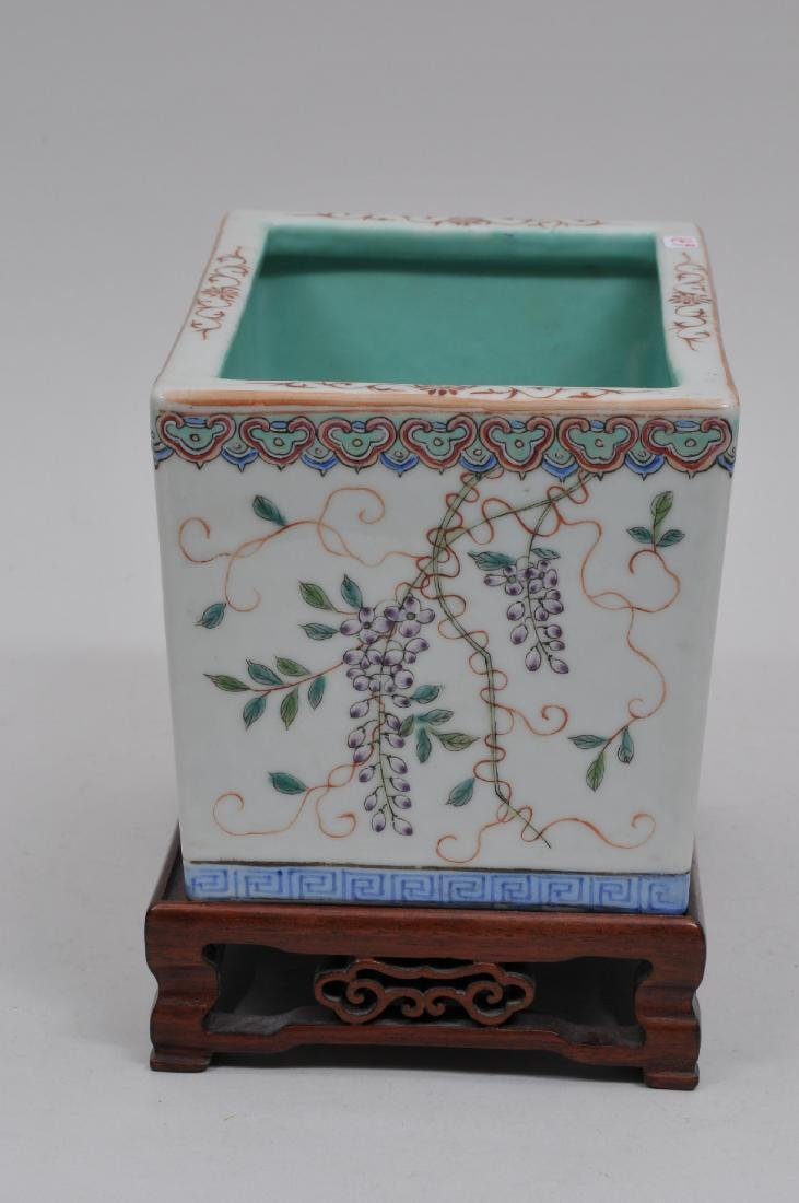 Porcelain planter. China. Early 20th century. Famille - 3