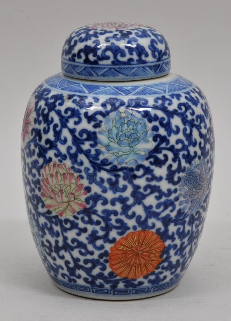 Porcelain covered jar. China. Early 20th century.