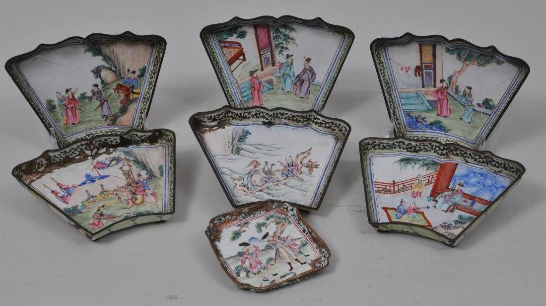 Lot of seven pieces of Canton enamel. Decoration of