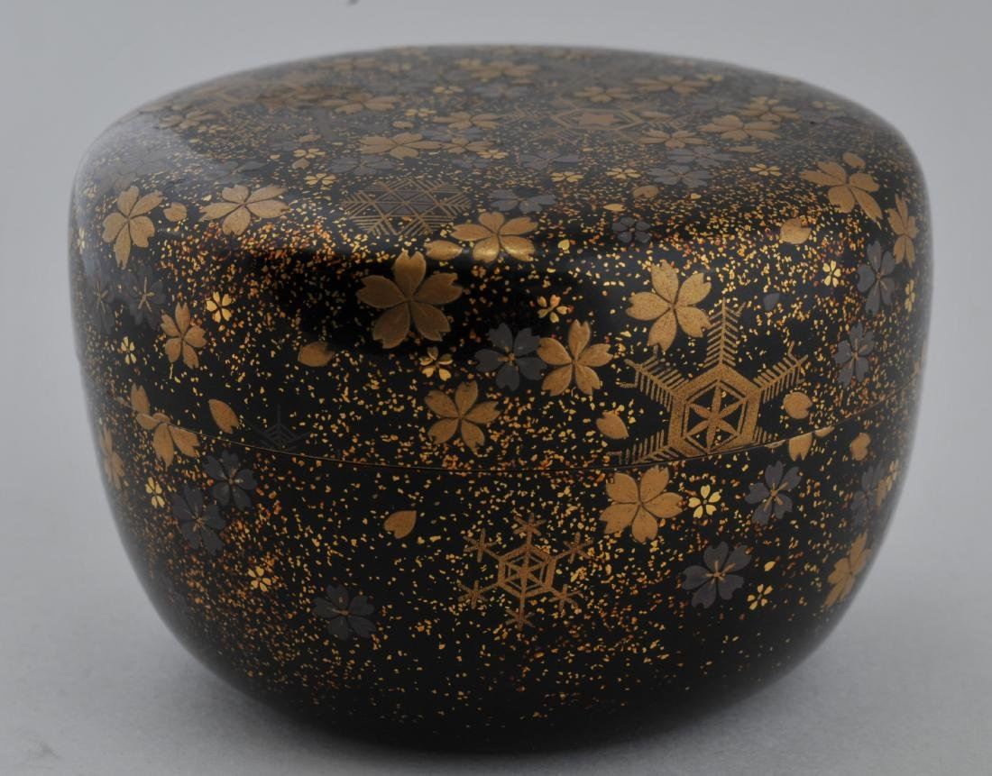 Tea caddy. Japan.  Lacquer. 19th century. Decoration of - 2