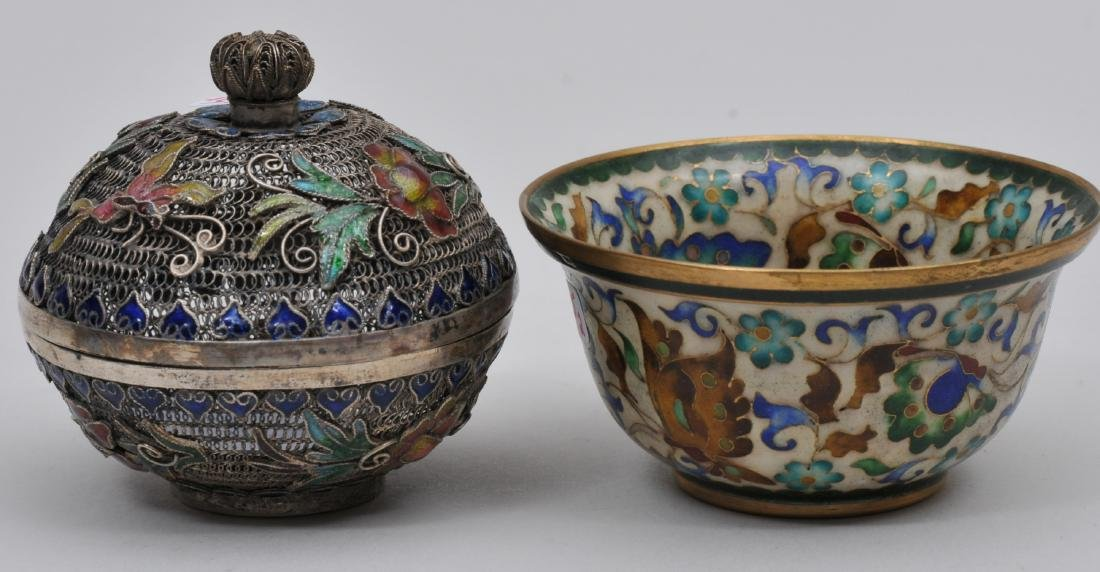 Lot of two enamel works. China. Early 20th century. To