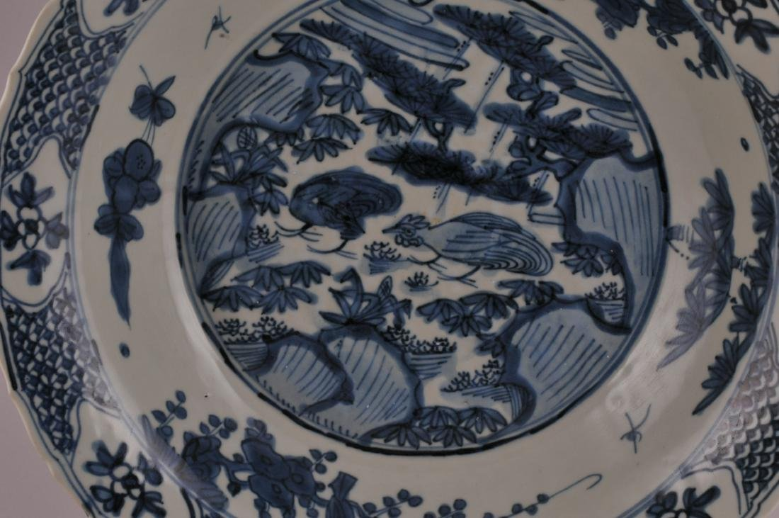 Large Chinese Ming Dynasty Swatow blue and white - 2