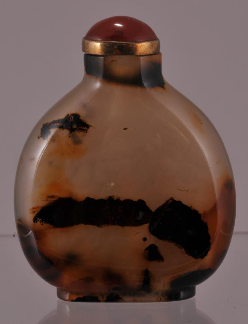 Agate snuff bottle. China. 20th century. Shadow agate.