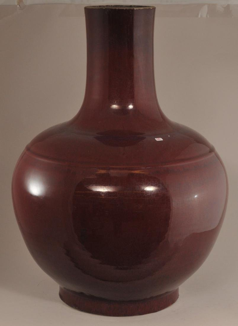 Large porcelain vase. China. Late 19th century. Bottle