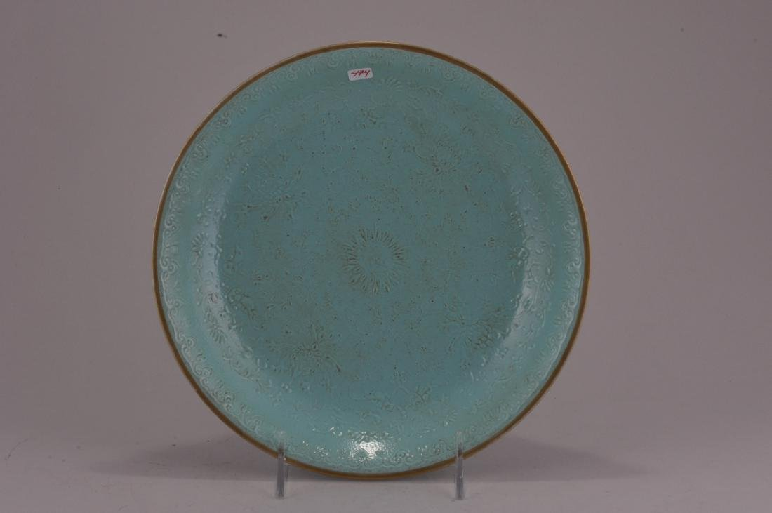Porcelain dish. China. Late 19th century. Slip