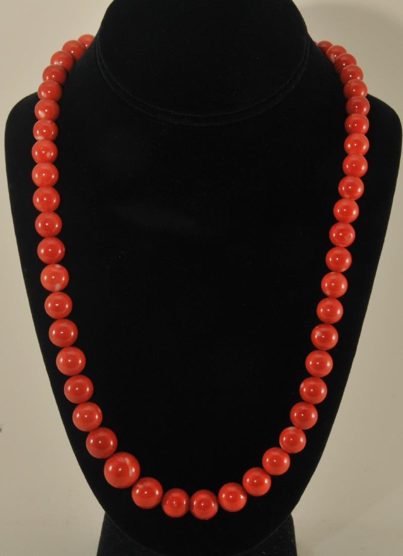 "Coral necklace, 36"". 14 kk yellow gold and diamond"