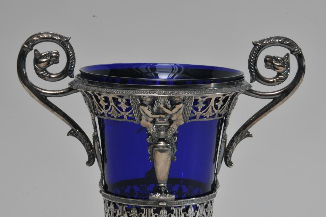 19th century French Empire silver two handled vase with - 2