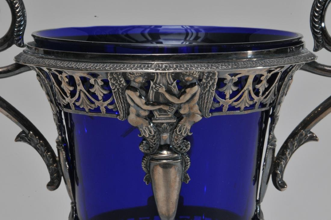 19th century French Empire silver two handled vase with - 3