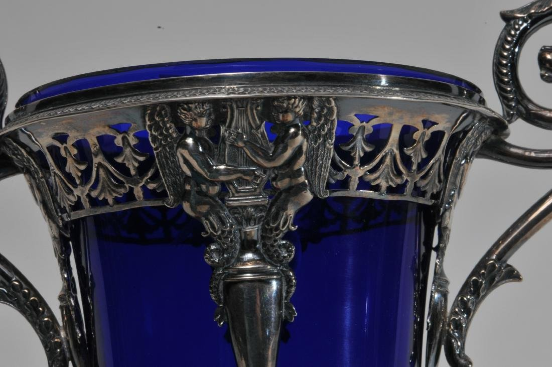 19th century French Empire silver two handled vase with - 4