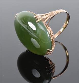 Jade cabachon ring. Yellow gold openwork setting and