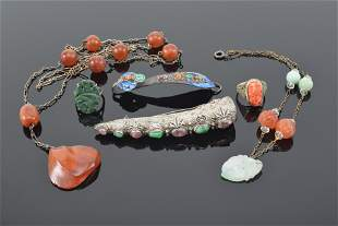 Lot of 5 pieces of jewelry. China. Early 20th century.
