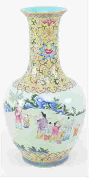 Porcelain vase. China. Early 20th century. Bottle form.