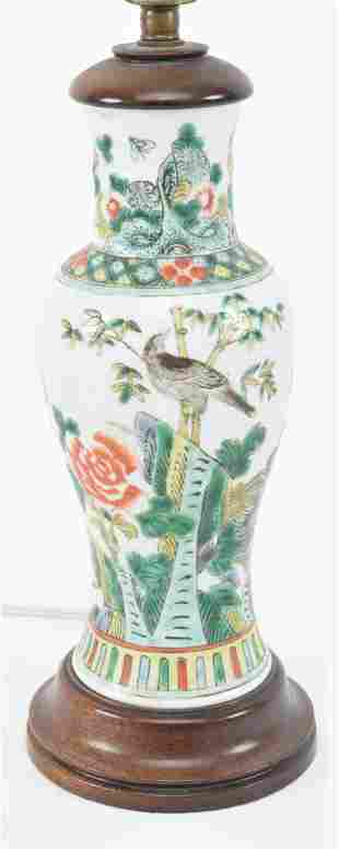 Porcelain vase. China. Early 20th century. Famille