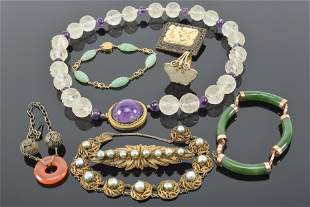 Lot of 8 pieces of jewelry including gold. China. Early
