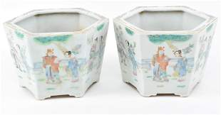 Pair of porcelain planters. China. 20th century. Footed