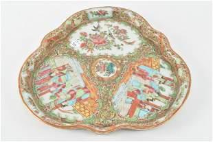 Chinese export porcelain, rose medallion triangular