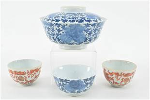 Lot of 5 19th century Chinese porcelain pieces. 1) Blue