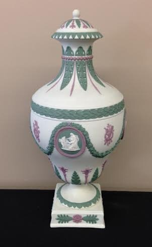 19th century Wedgwood Four-Color covered Vase, Floral