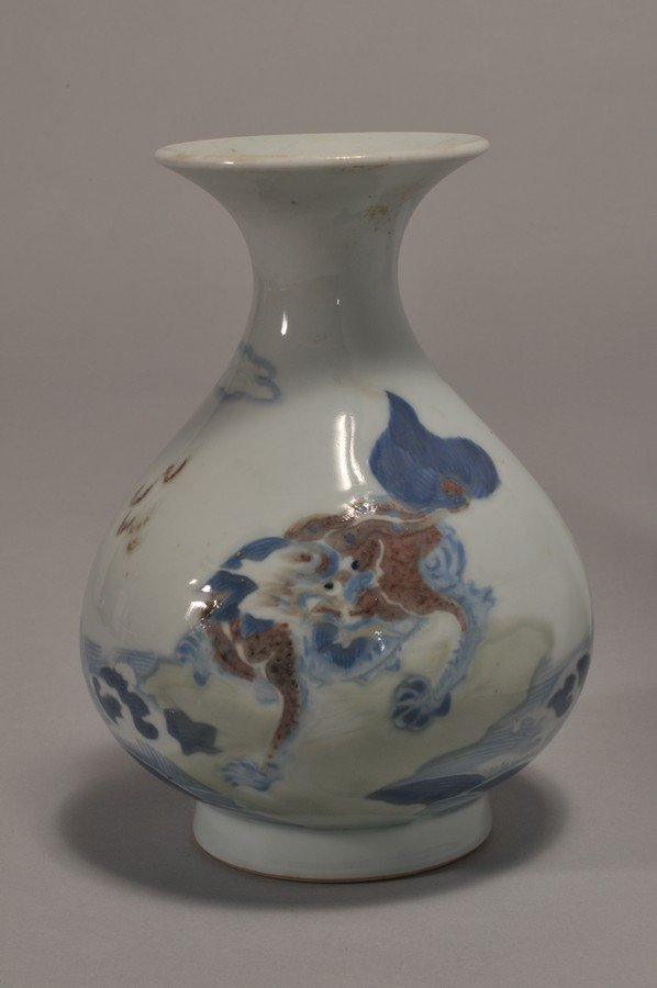 18th/19th century Chinese carved porcelain vase with