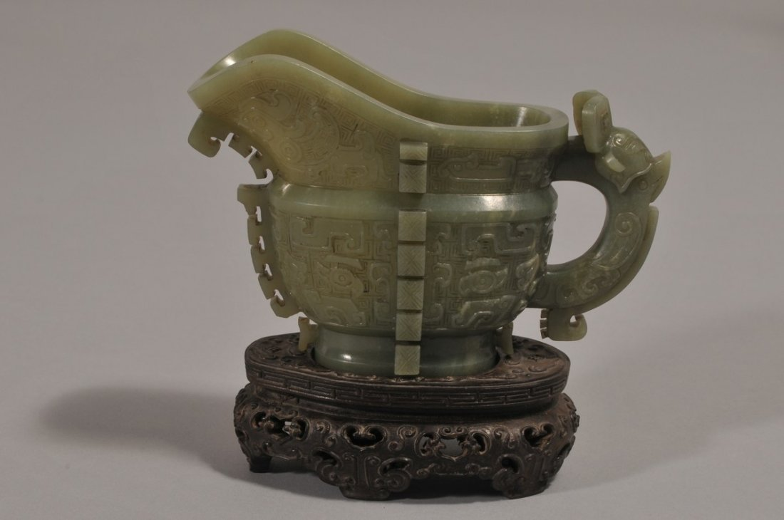 Jade Archaic style vessel. China. 18th/19th century. Yi