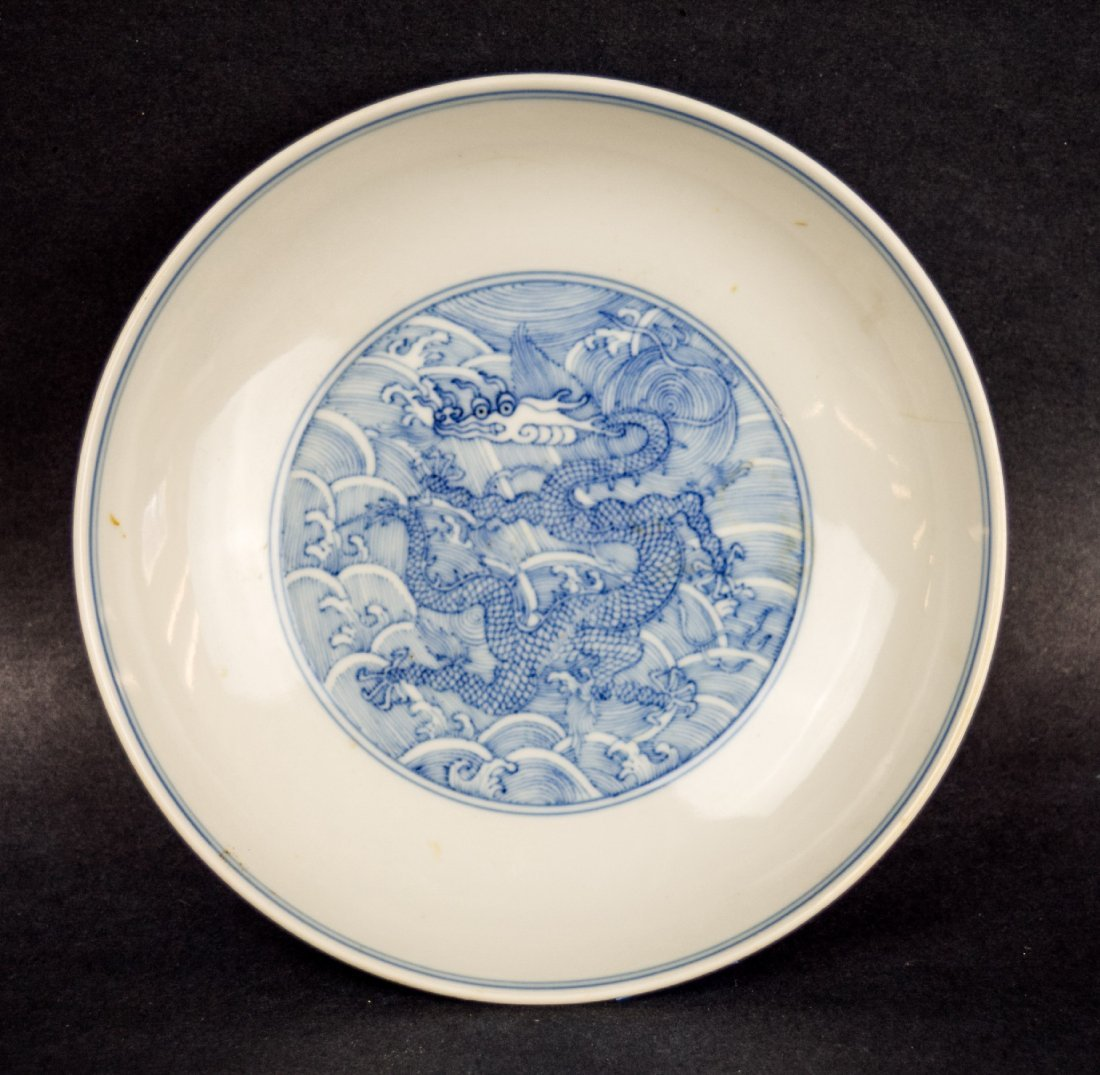 Imperial dragon dish. China. Ch'ien Lung mark and