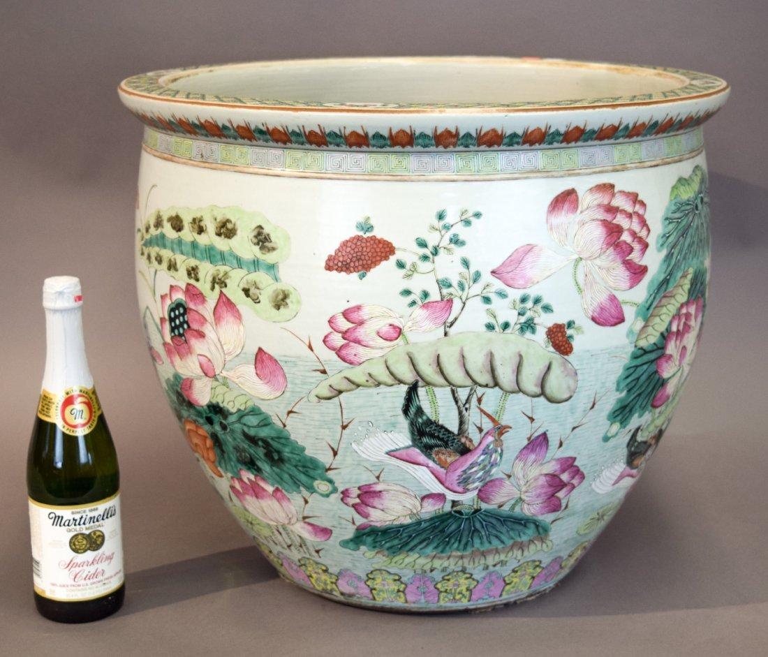 Porcelain fish bowl. China. 19th century. Famille Rose