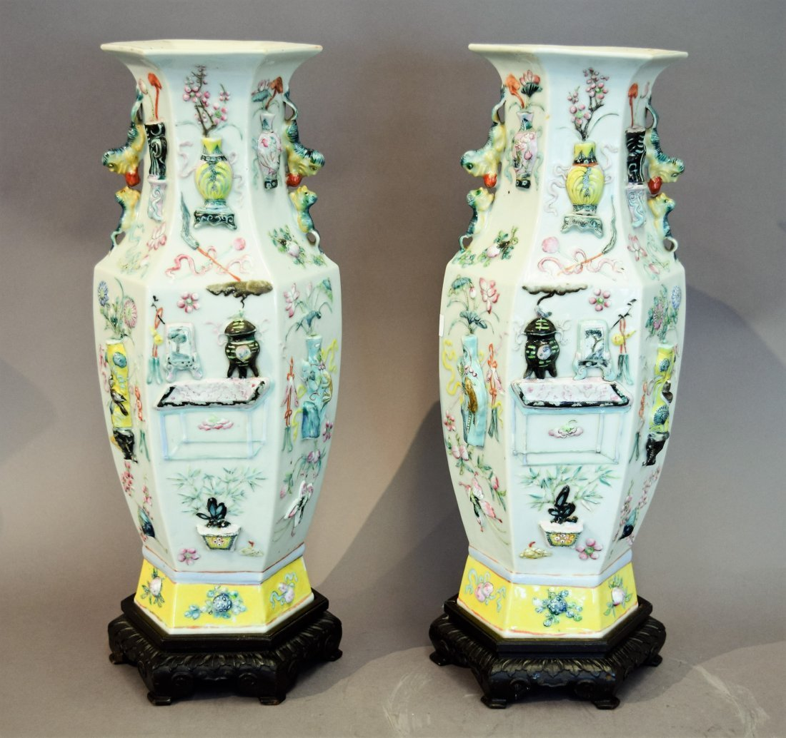 Pair of porcelain vases. China. 19th century. Octagonal