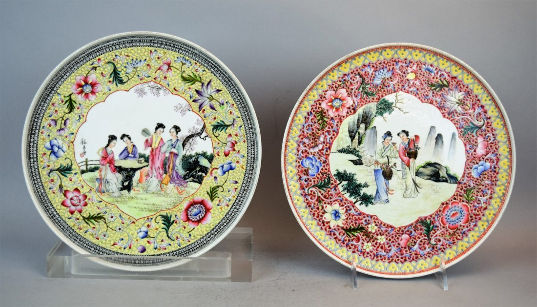 Pair of porcelain plates. China. Dated 1959. Famille